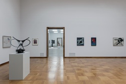 Sammlungspräsentation Kunstmuseum Basel | Hauptbau, 2. Obergeschoss, mit Werken von László Moholy-Nagy, Antoine Pevsner, Alexej von Jawlensky, Wassily Kandinsky, El Lissitzky © Foto: Gina Folly