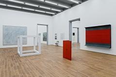 Sammlungspräsentation Kunstmuseum Basel | Neubau, 1. Obergeschoss, mit Werken von Cy Twombly, Sol LeWitt, Joseph Kosuth, Donald Judd © Gina Folly