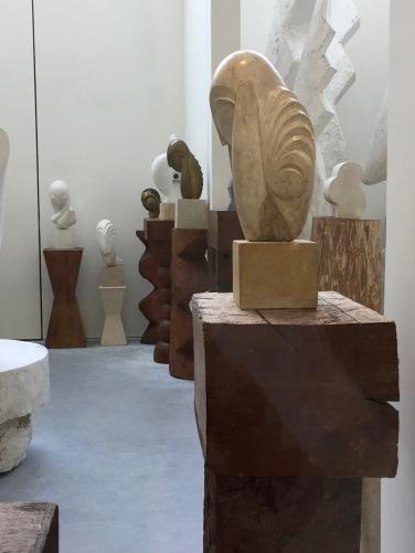 Objekte und Skulpturen im Atelier Brancusi 2 © starkandartcom